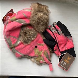 Pink camo hat and gloves. New with Tags!!